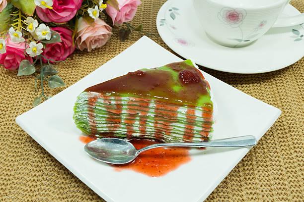 Green tea Crêpe-Kuchen mit Erdbeer-sauce – Foto