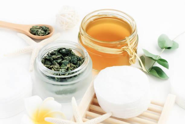 grüner tee exract hausgemachte gesichts tonikum erfrischende hautpflege - grüner tee koffein stock-fotos und bilder