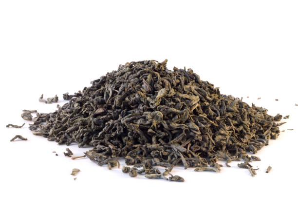 grüner tee auf weißem hintergrund - grüner tee koffein stock-fotos und bilder