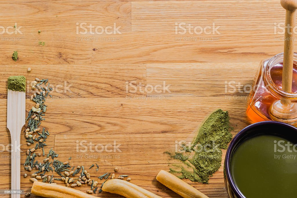 Green tea on wooden table and cup with honey and Biscuits foto royalty-free