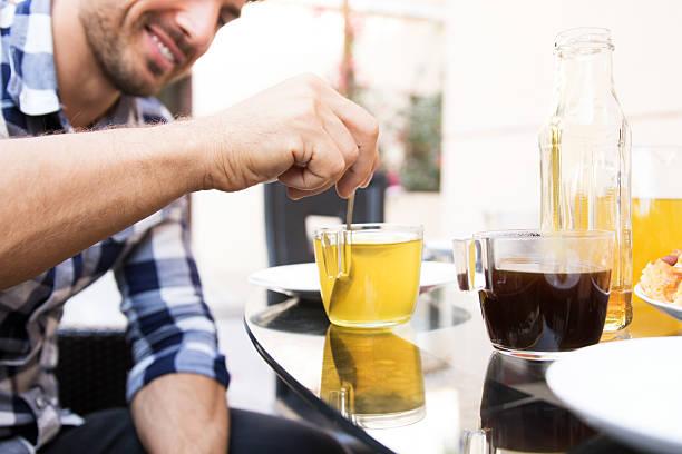 green tea, perfect for healthy lifestyle - grüner tee koffein stock-fotos und bilder