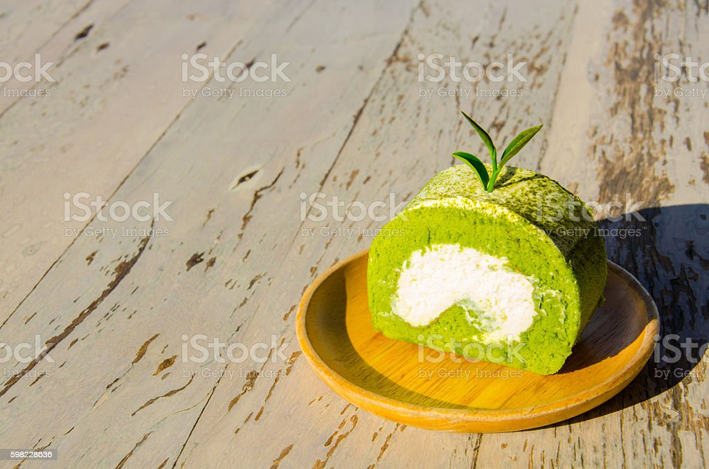 Green Tea Roll on the Wood aTable foto royalty-free