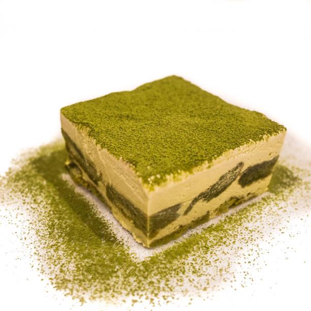 grüner tee tiramisú - grüntee kuchen stock-fotos und bilder