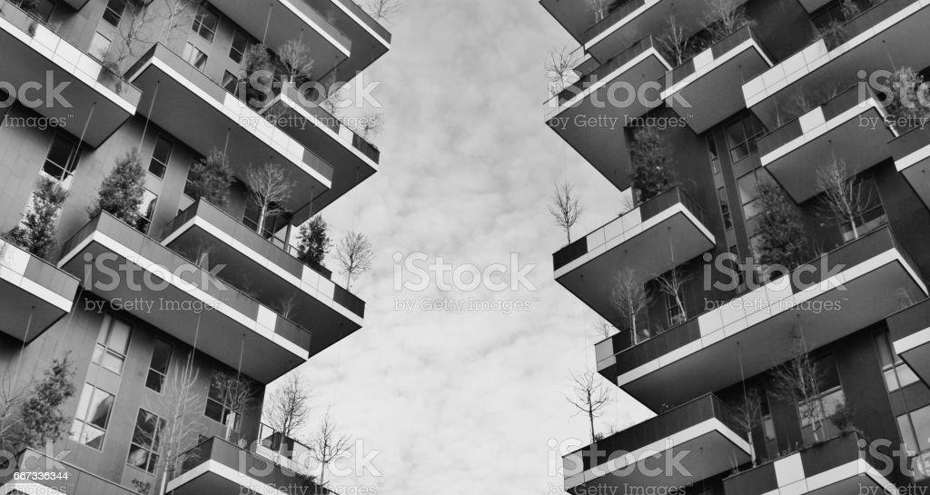 Terrazze verdi del grattacielo chiamato boso verticale stock photo