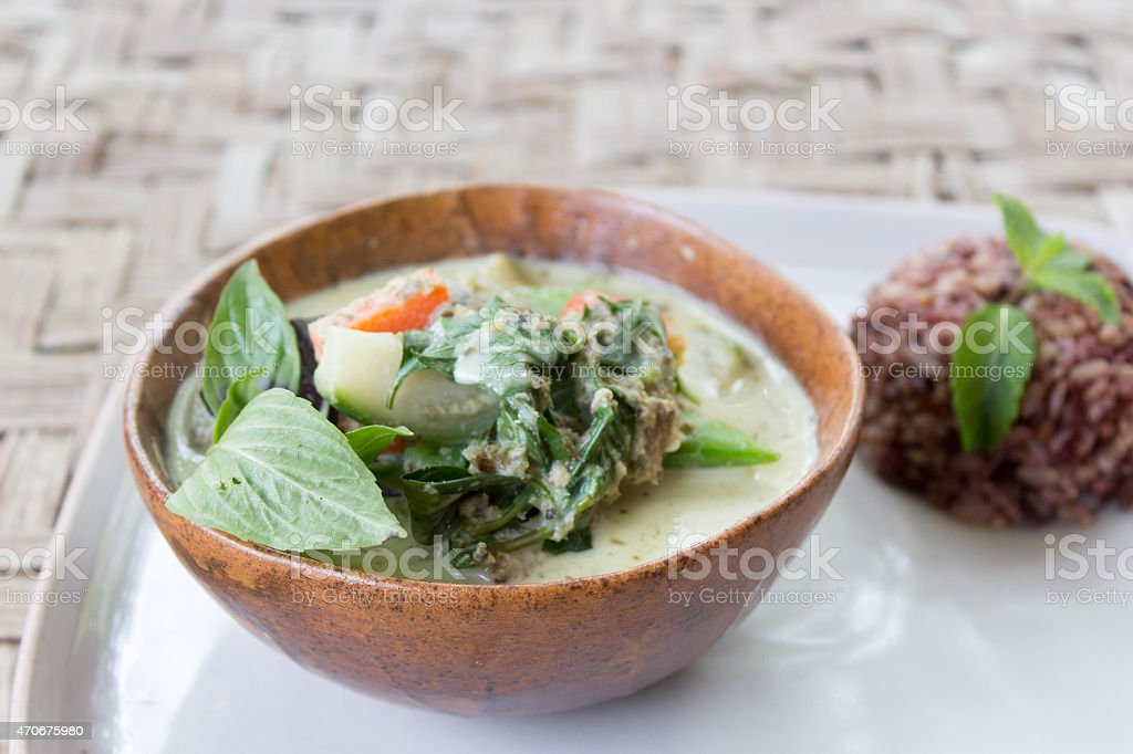 Grüner Thai Curry mit braunem Reis – Foto