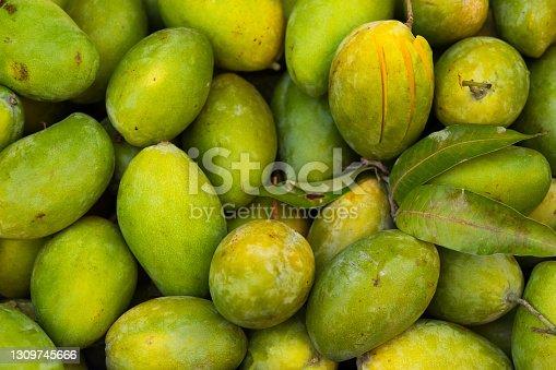 Green thai mangos