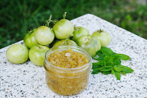 Green tomato paste along with green tomatoes