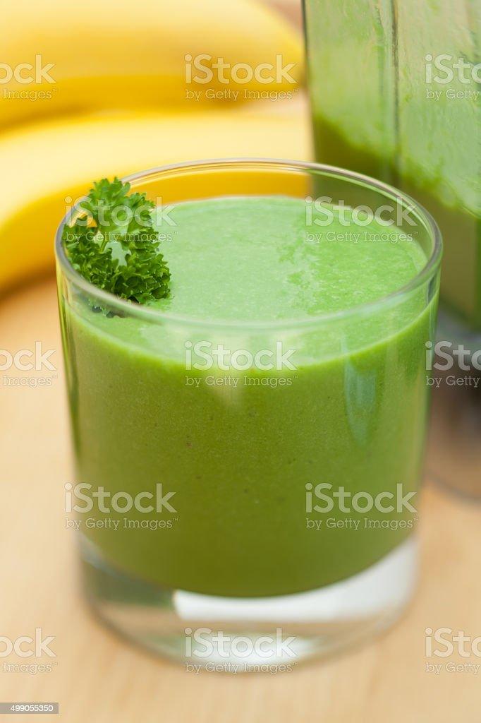Verde smoothie de banana, bebidas com legumes e verduras - foto de acervo