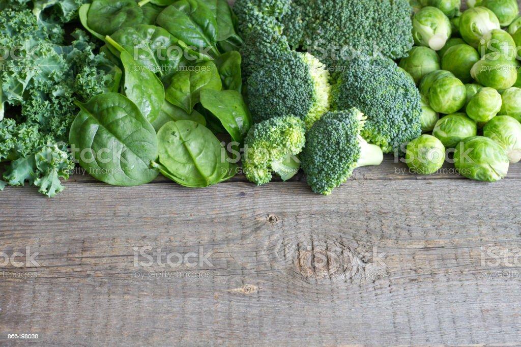 Groene groenten en kruiden achtergrond concept foto