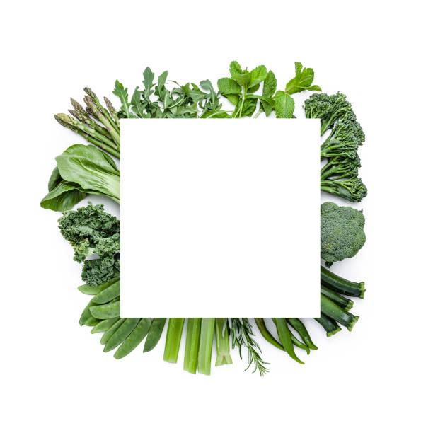 Grünes Gemüse von oben mit Kopierplatz geschossen. Lebensmittel abschmessen – Foto