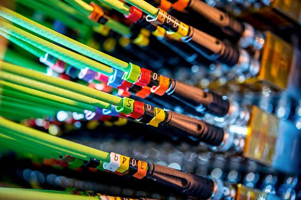 green wires connected to the network server - elektrische fitting stockfoto's en -beelden