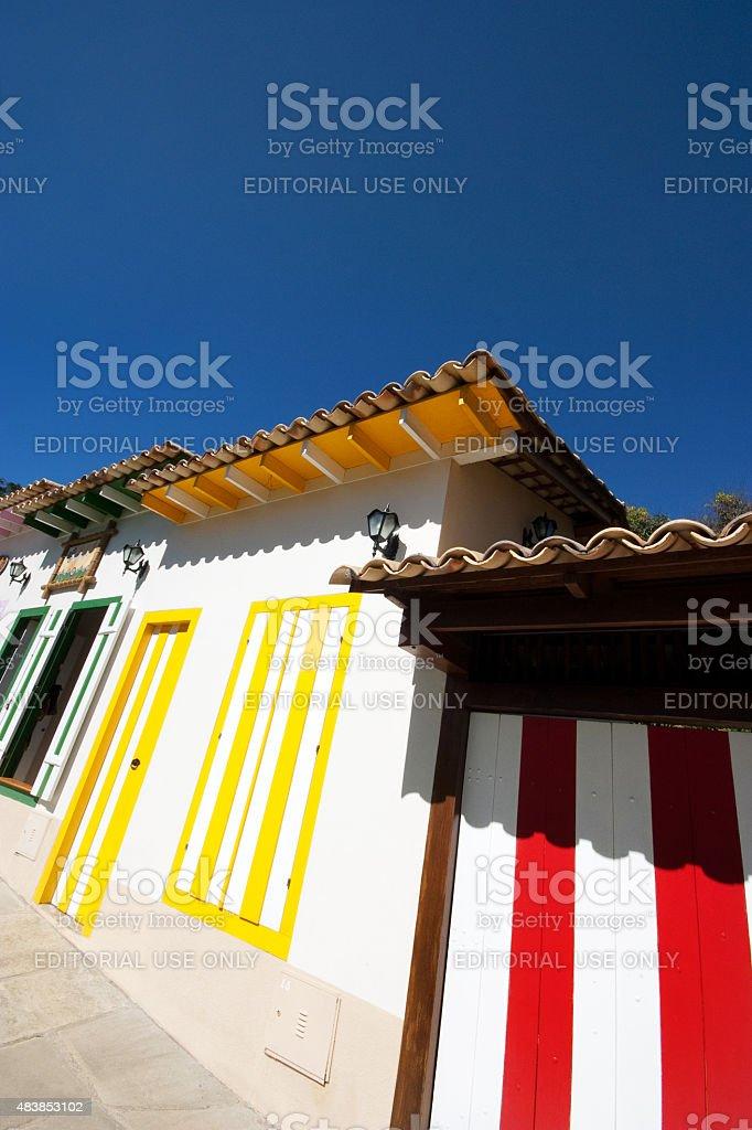 Verde, Amarelo e Vermelho casas coloniais em Pirenopolis Goiás Brasil foto royalty-free