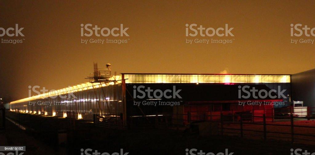 broeikasgassen in Moerkapelle is het geven van een heleboel lichtvervuiling door oranje groeiende verlichting foto