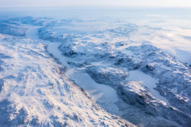 Grönländische Eiskappe mit gefrorenen Bergen und Fjord-Luftaufnahme, in der Nähe von Nuuk, Grönland – Foto