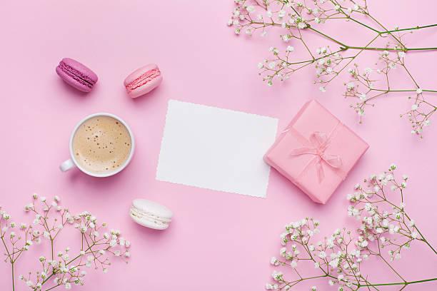 greeting card concept. coffee with macarons. flat lay. vintage mockup. - modetorten stock-fotos und bilder