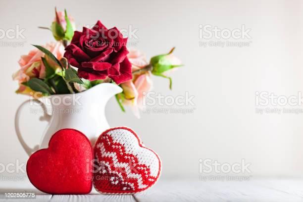 Greeting card with flowers and heart background with copy space picture id1202505775?b=1&k=6&m=1202505775&s=612x612&h=eff9sxbzsltb5ek2vleejvkoj4eghyt10vws1zwu2ik=