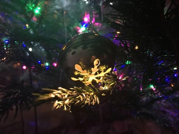 Grelot lumineux dans le sapin de Noël Nantes, France sapin noel stock pictures, royalty-free photos & images