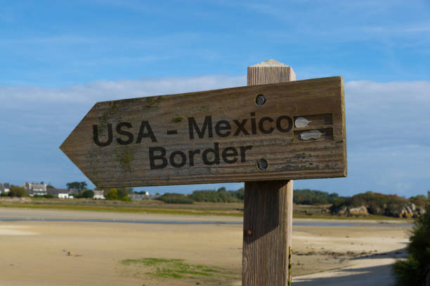 grenze zwischen usa und mexiko - geographical border stock photos and pictures