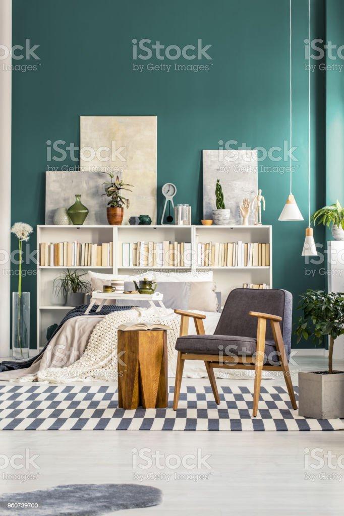 Grau Und Grün Schlafzimmer Innenraum Stockfoto und mehr Bilder von Bett