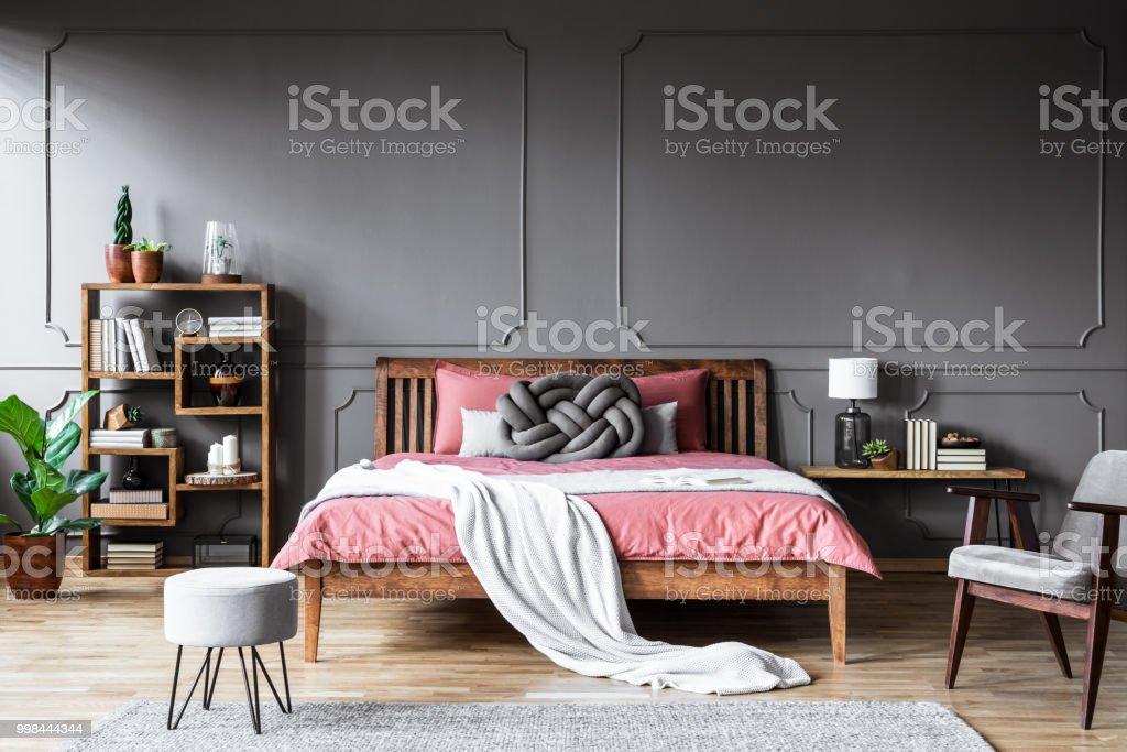 Chambre à Coucher Confortable Gris Et Rose – Photos et plus d\'images ...