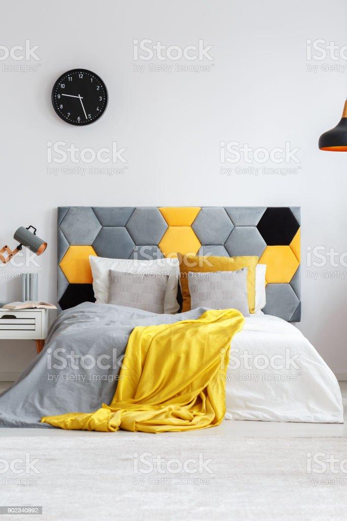 Grau Und Gelb Schlafzimmer Stockfoto Und Mehr Bilder Von Bett Istock