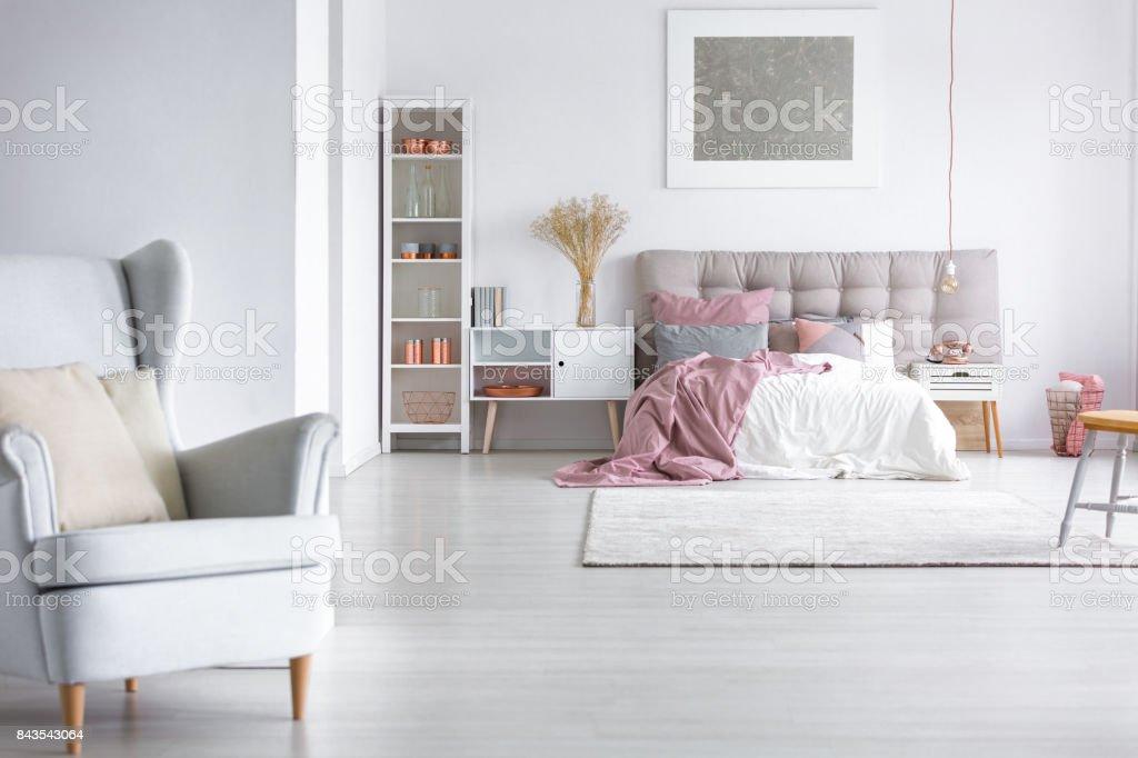 Graue Sessel In Gemutliche Schlafzimmer Stock Fotografie Und Mehr
