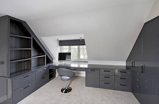 grau home office - arbeitszimmer möbel stock-fotos und bilder
