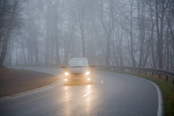 grey november - mist donker auto stockfoto's en -beelden