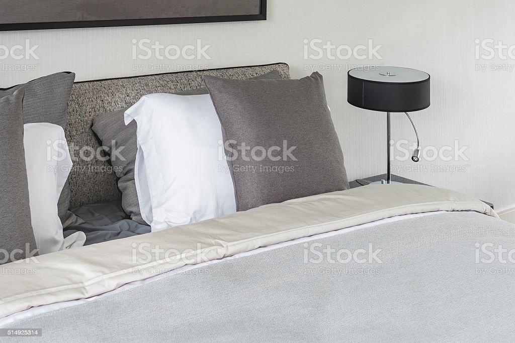 Camera Da Letto Bianco E Grigio : Camera da letto cantori nei toni del tortora color tortora