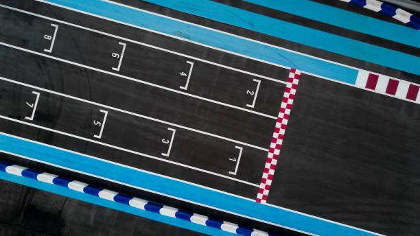 그리드 레이스 자동차 트랙, 그리드 레이스 시작의 공중 평면도에 줄을 시작 합니다. - formula 1 뉴스 사진 이미지