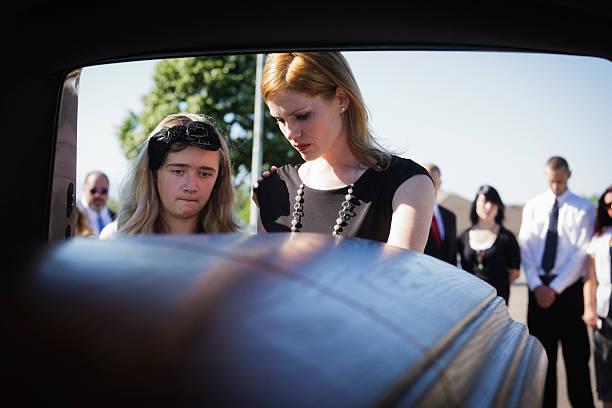 grieving widow - funeral crying stockfoto's en -beelden