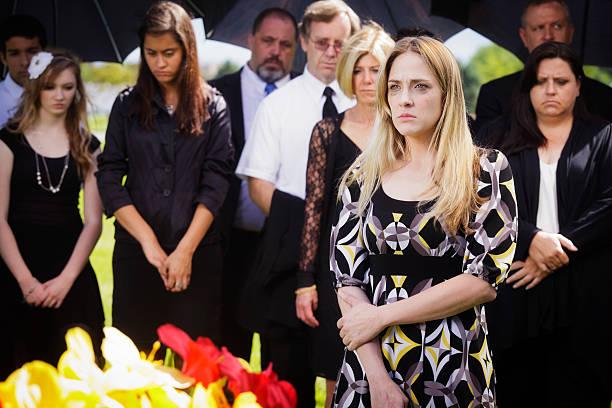 grieving young woman - funeral crying stockfoto's en -beelden