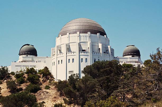 griffith park-observatorium - hohe warte stock-fotos und bilder