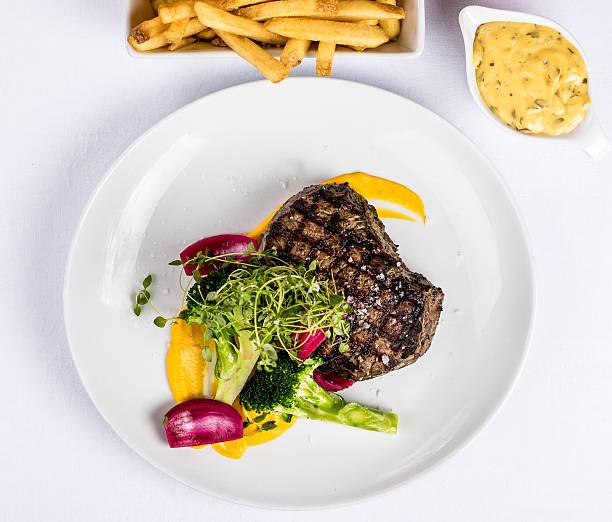 grill steak fries and bearnaise sauce - sauce bernaise stock-fotos und bilder