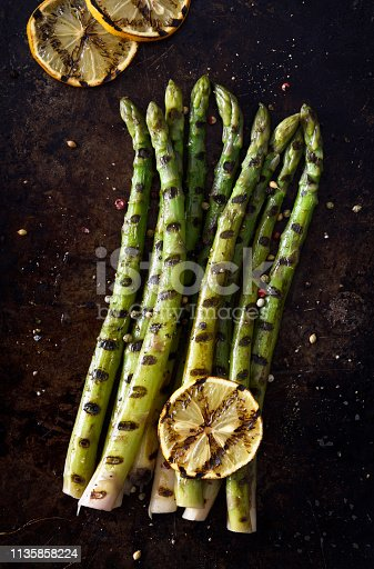 Grilled asparagus with seasoning and lemon