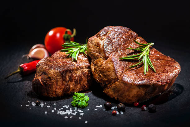 Grilled beef fillet steaks with spices - foto de stock