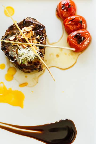 grilled beef on a plate - weinsoße stock-fotos und bilder