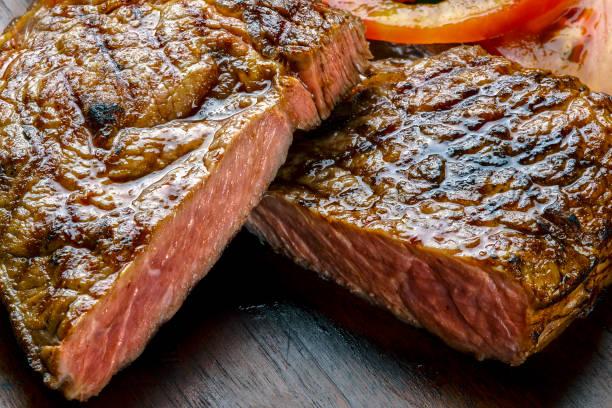 gegrilltes rindersteak - steak anbraten stock-fotos und bilder