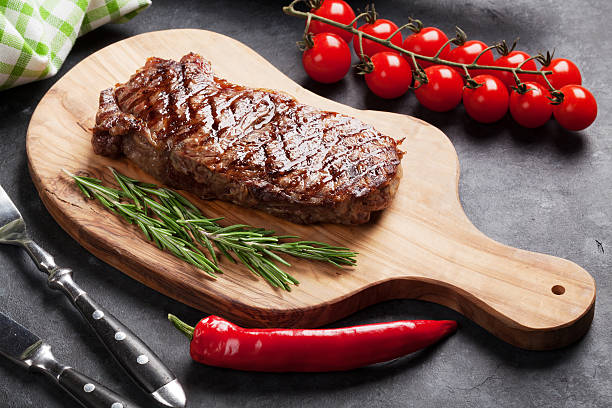 grilled beef steak - strip steak stockfoto's en -beelden