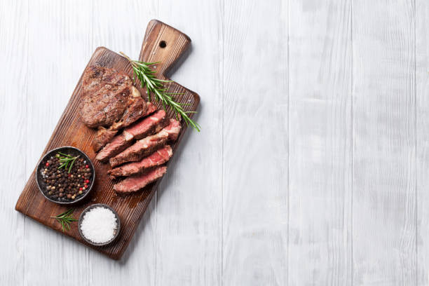 grilled beef steak with spices on cutting board - meat imagens e fotografias de stock