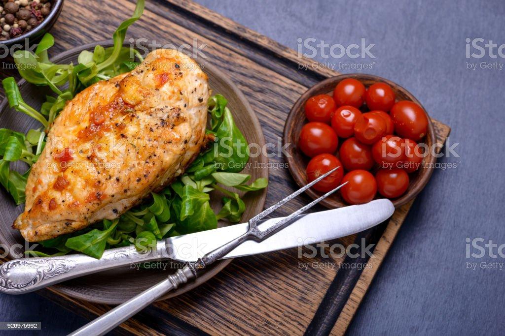 Breas grillé poulet avec salade de maïs - Photo