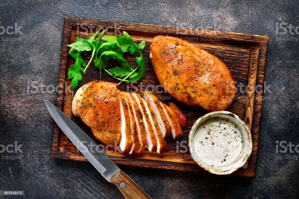 Poitrine de poulet grillée dans une marinade aigre-douce - Photo