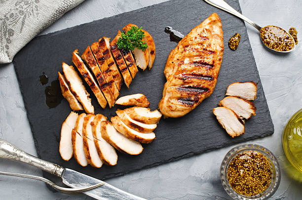 grilled chicken fillets in a spicy marinade - carne branca imagens e fotografias de stock