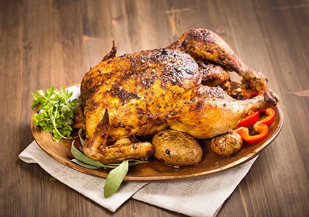 Cтоковое фото Курица гриль на Деревянный plate