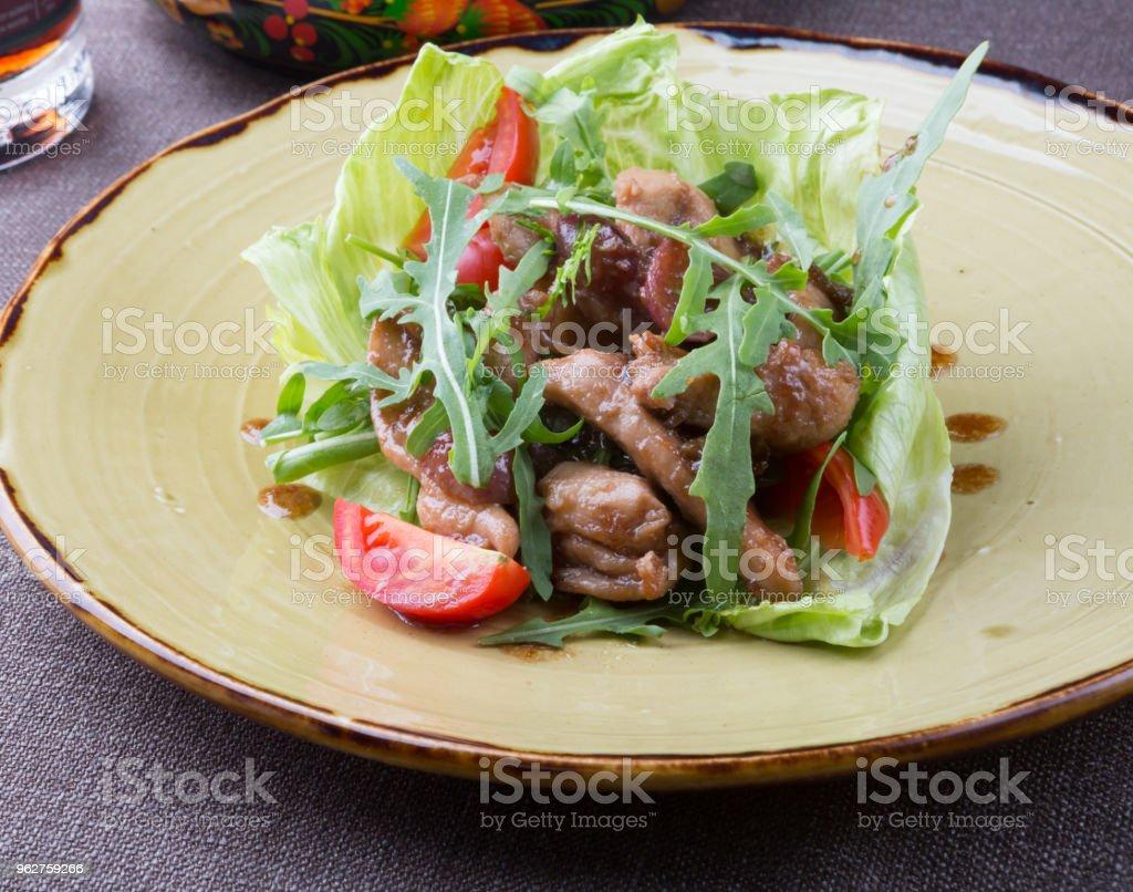 Grilled chicken salad - Foto stock royalty-free di Alla griglia