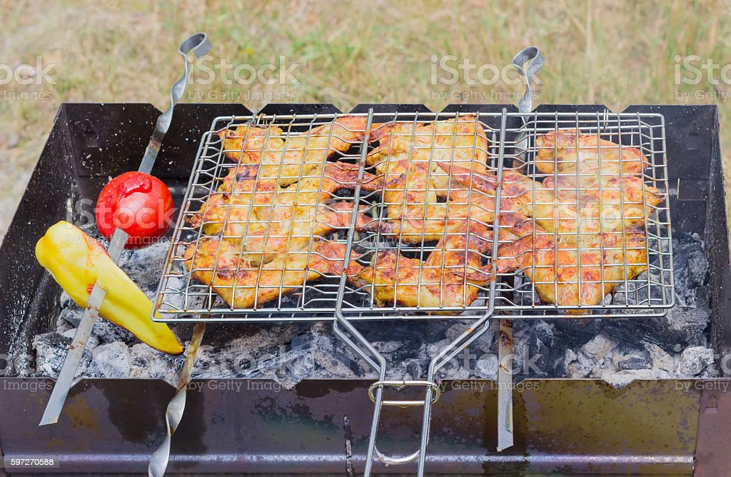 Grilled chicken wings on a cooking grid Lizenzfreies stock-foto