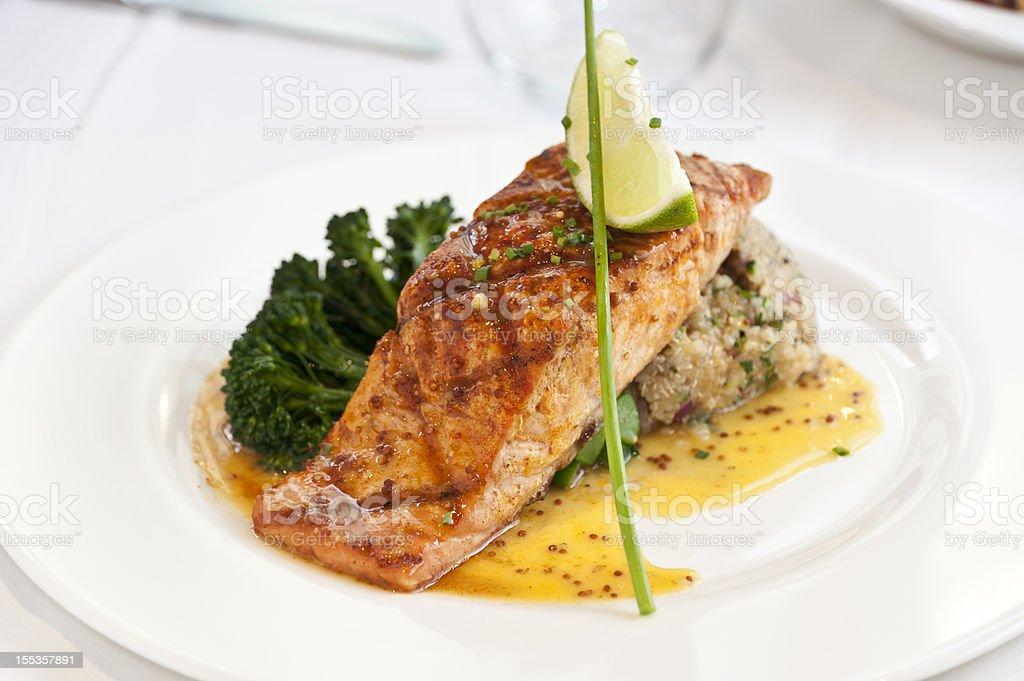 Filete de salmón - foto de stock