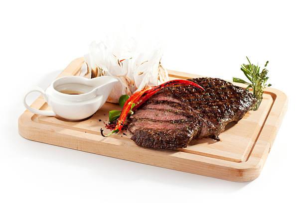 gegrilltes flankensteak - flank steak marinaden stock-fotos und bilder