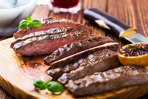 grilled marinated flank steak - flank steak marinaden stock-fotos und bilder