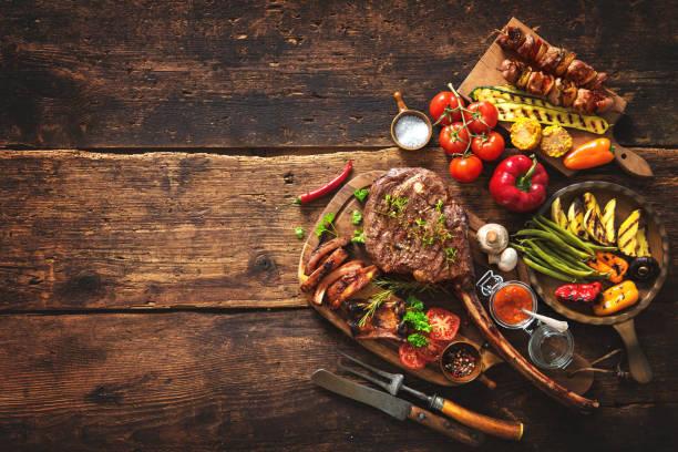 grillowane mięso i warzywa - grillowany zdjęcia i obrazy z banku zdjęć